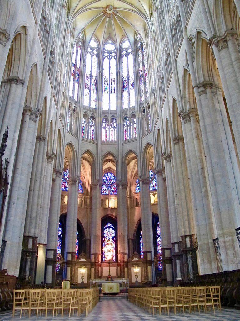 Beauvais-cathedrale-saint-pierre-voutes-choeur