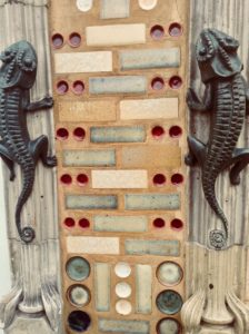 Beauvais-detail-maison-greber-salamandre-gros-plan
