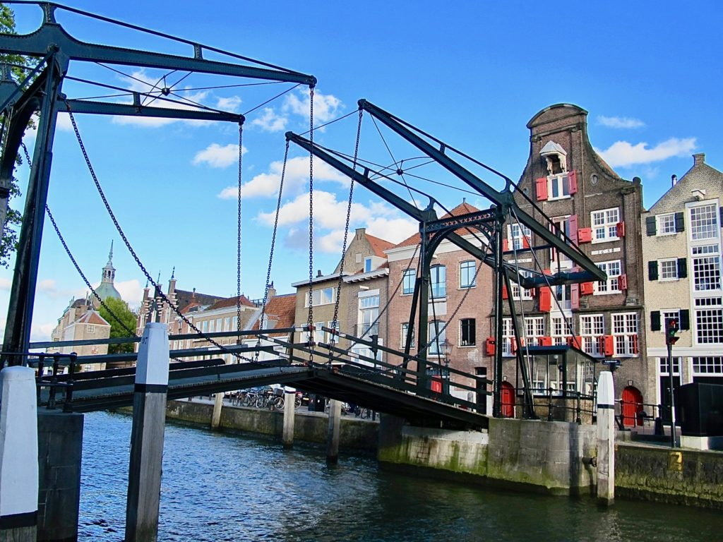 pays-bas-dordrecht-pont-noir-sur-eau