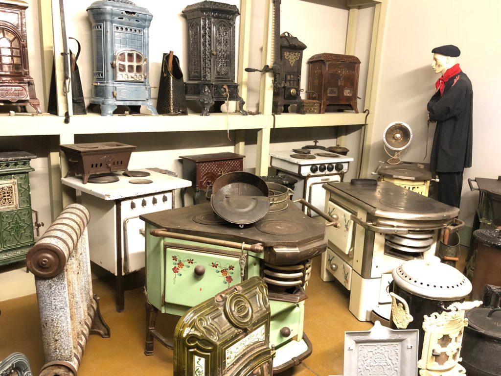 balade au village des m tiers d 39 antan de saint quentin en mode nostalgie. Black Bedroom Furniture Sets. Home Design Ideas