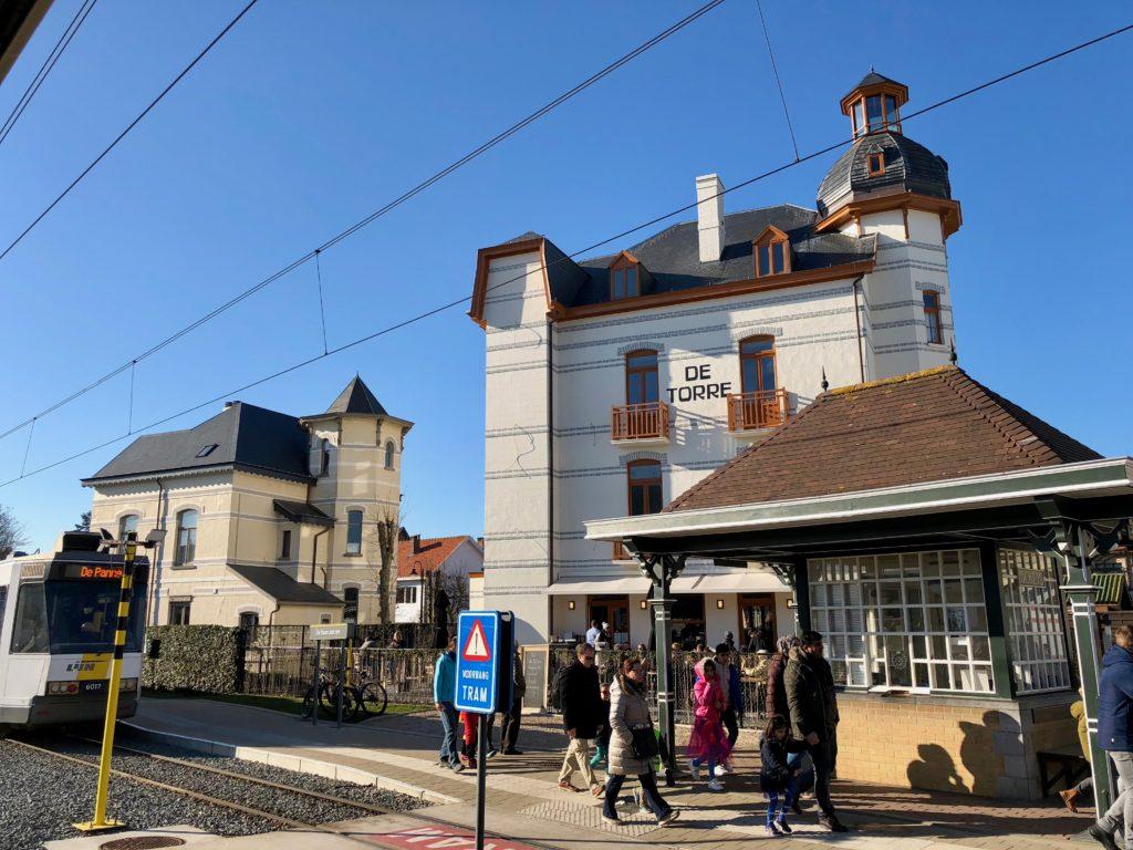 Belgique-de-haan-villa-de-torre-exterieur-face-gare-tram