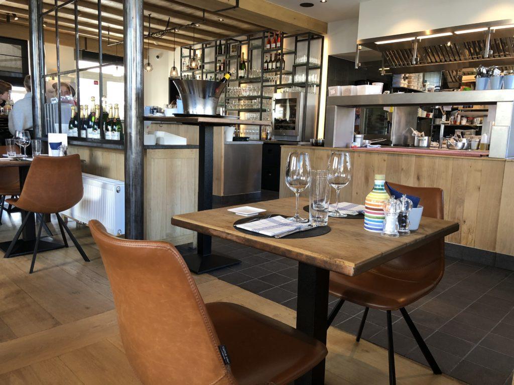 Belgique-de-haan-villa-de-torre-table-et-vue-restaurant