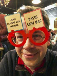 Lille-La-Luck-jeu-Ta-mere-en-slip-avec-lunettes