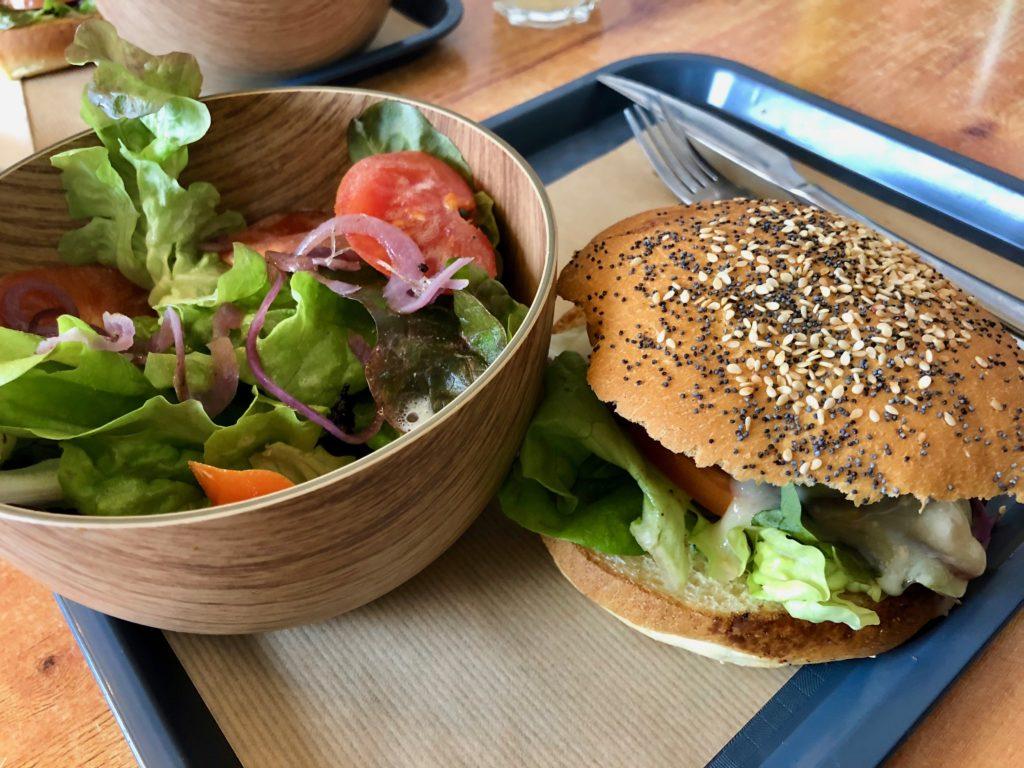 Montreuil-sur-mer-burger-fermier-du-pied-de-boeuf-plateau-salade-burger