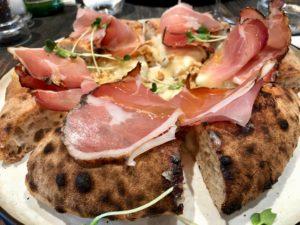 Pizza jambon fumé - restaurant Amuni Bruges Belgique