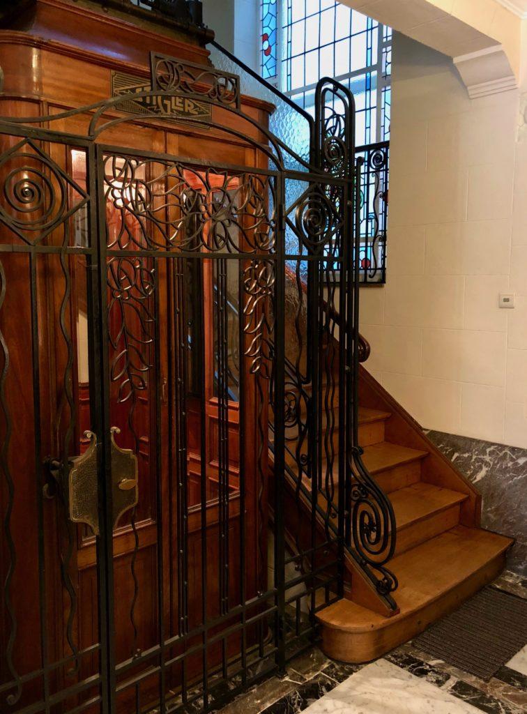Ascenseur ancien maison d'hôtes À un train d'ici - Tournai Belgique