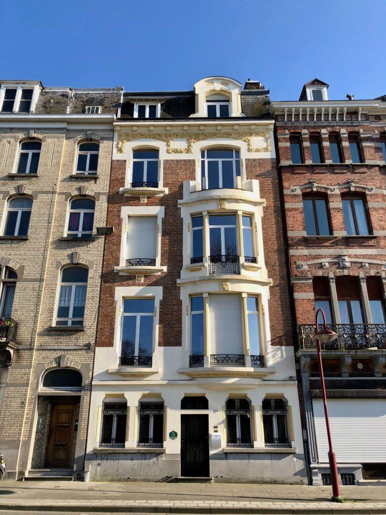 Façade de la maison d'hôtes À un train d'ici Tournai Belgique