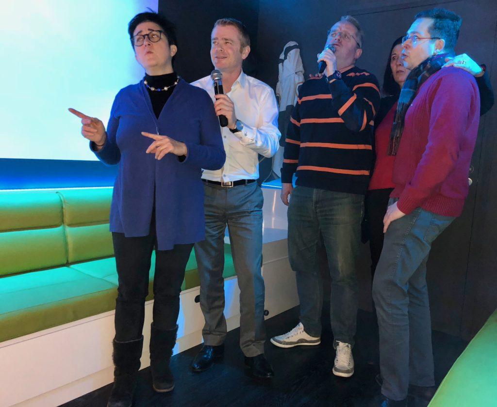 Groupe entrain de chanter - KaraFun Bar de Lille
