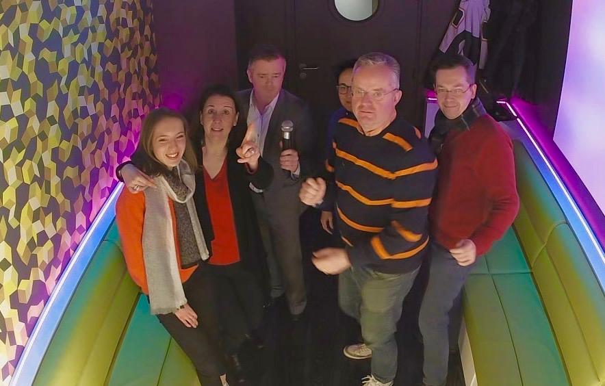 Groupe dans la salle Cubes- KaraFun Bar de Lille