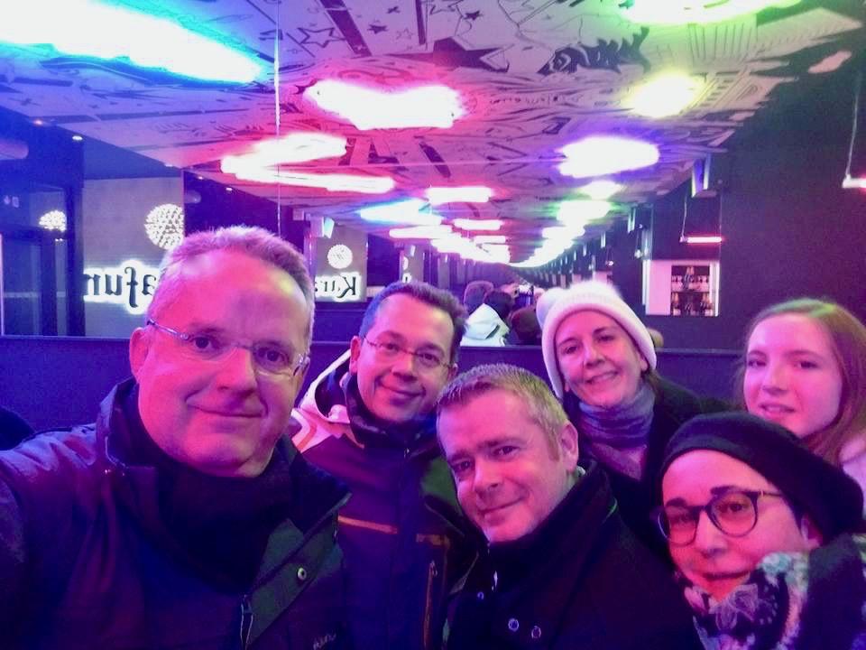 Selfie à l'entrée KaraFun Bar de Lille