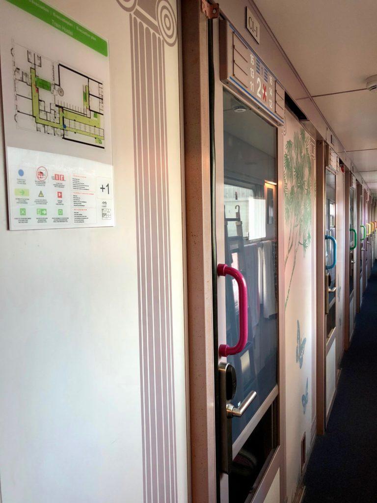 Cabines train extérieur - Train Hostel Bruxelles Belgique