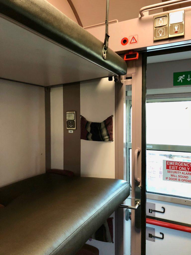 Cabine train avec couchettes - Train Hostel Bruxelles Belgique