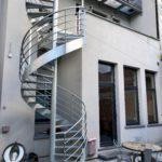 Cour et escalier en colimaçon - Train Hostel Bruxelles Belgique