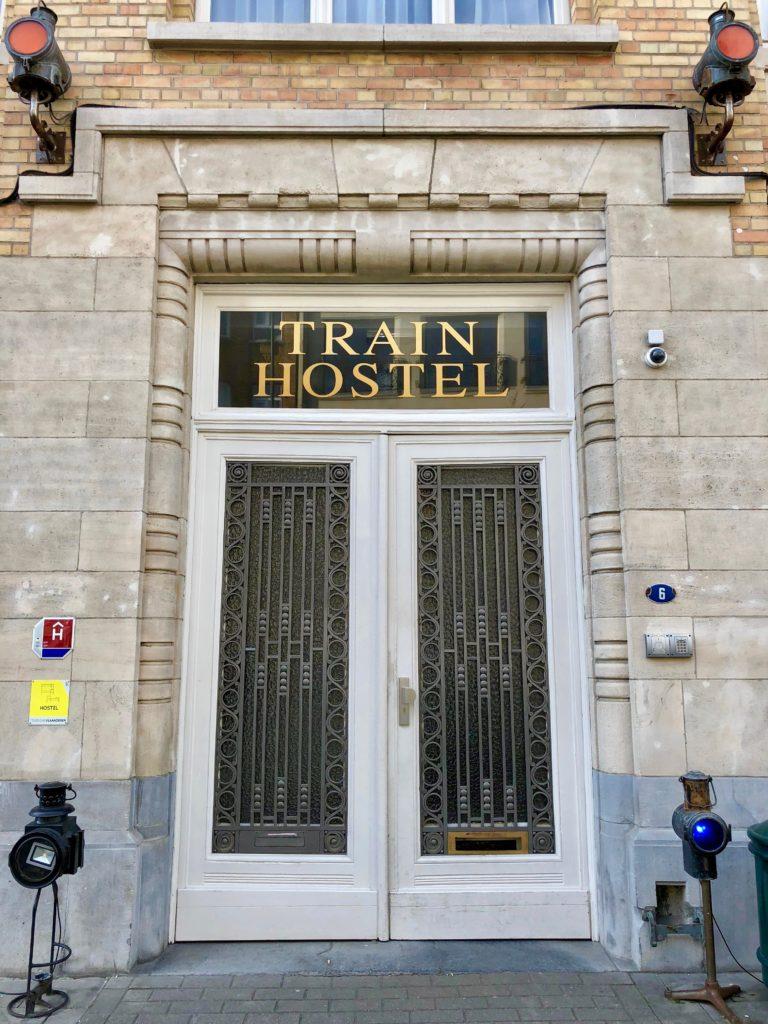 Porte d'entrée du Train Hostel à Bruxelles Belgique