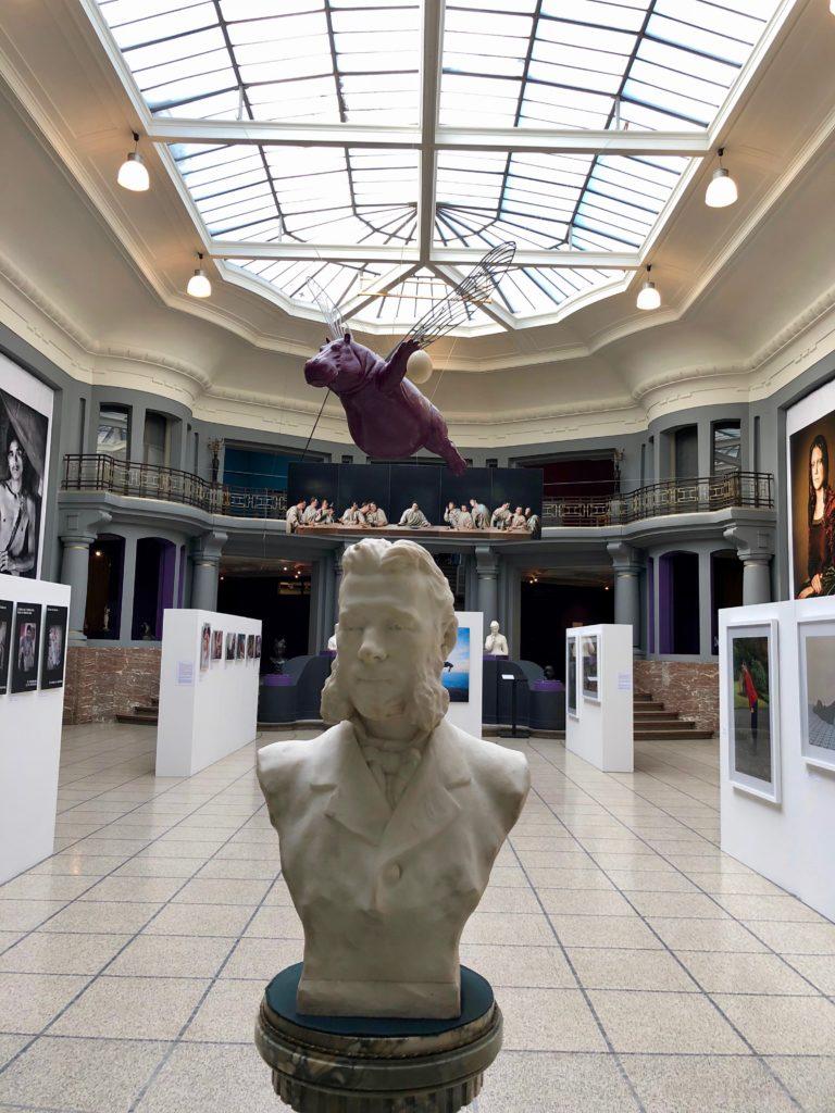Atrium central et verrière Art Déco musée Beaux-Arts Tournai Belgique