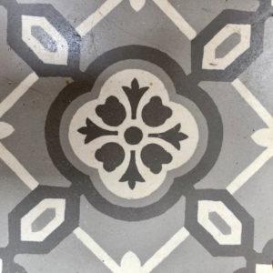 Carrelage ciment ancien avec losange gris