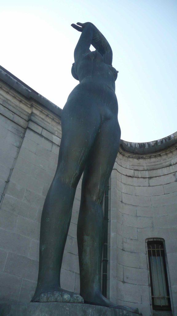 Femme regardant le soleil - George Grard musée des Beaux-Arts de Tournai
