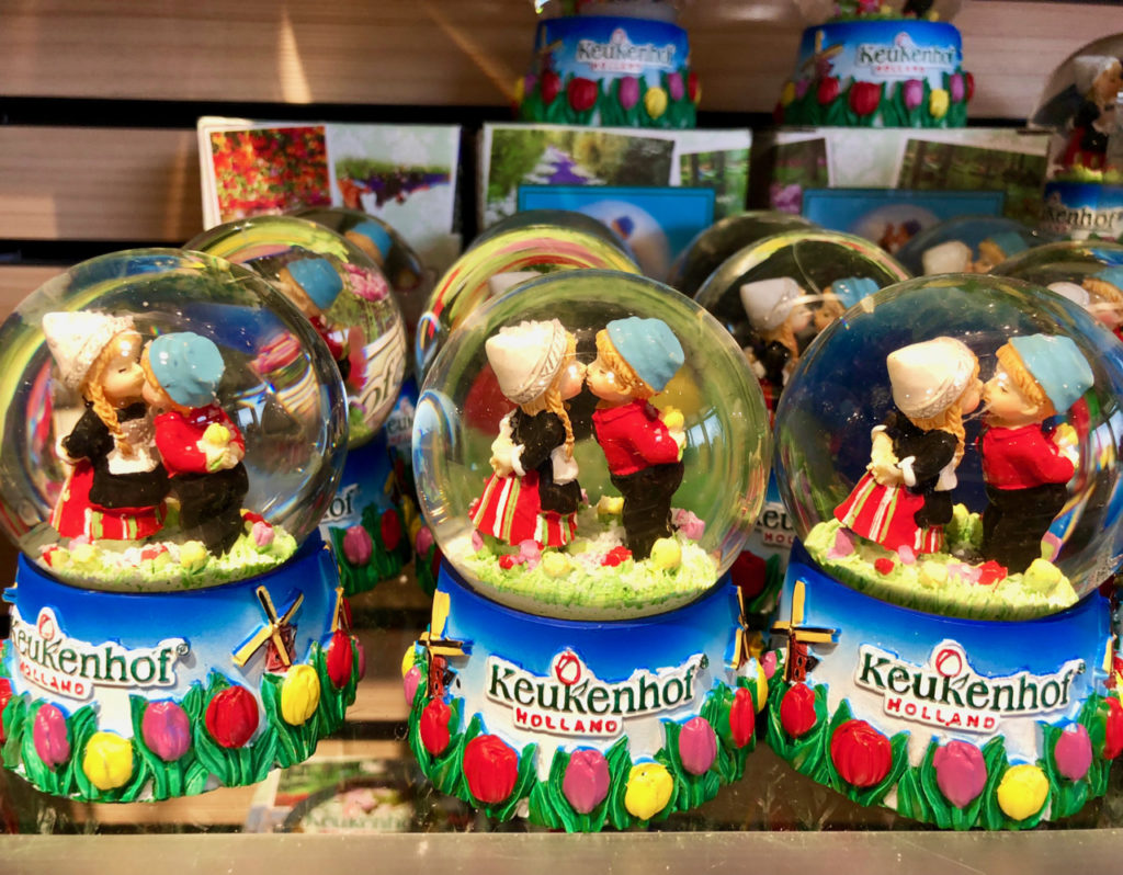 The kissing couple dans boule verre - Keukenhof Pays-Bas
