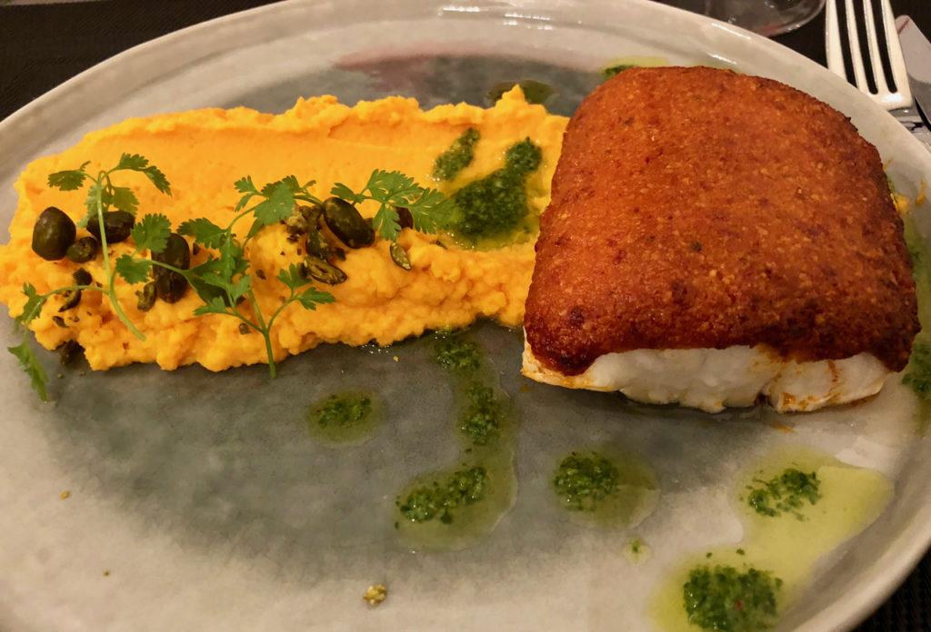 Cabillaud en croûte de tomate et parmesan, pesto roquette, purée de butternut - restaurant L'Epicure La Madeleine Nord France