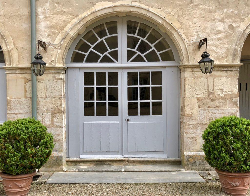 Château Condé-en-Brie porte grise extérieur