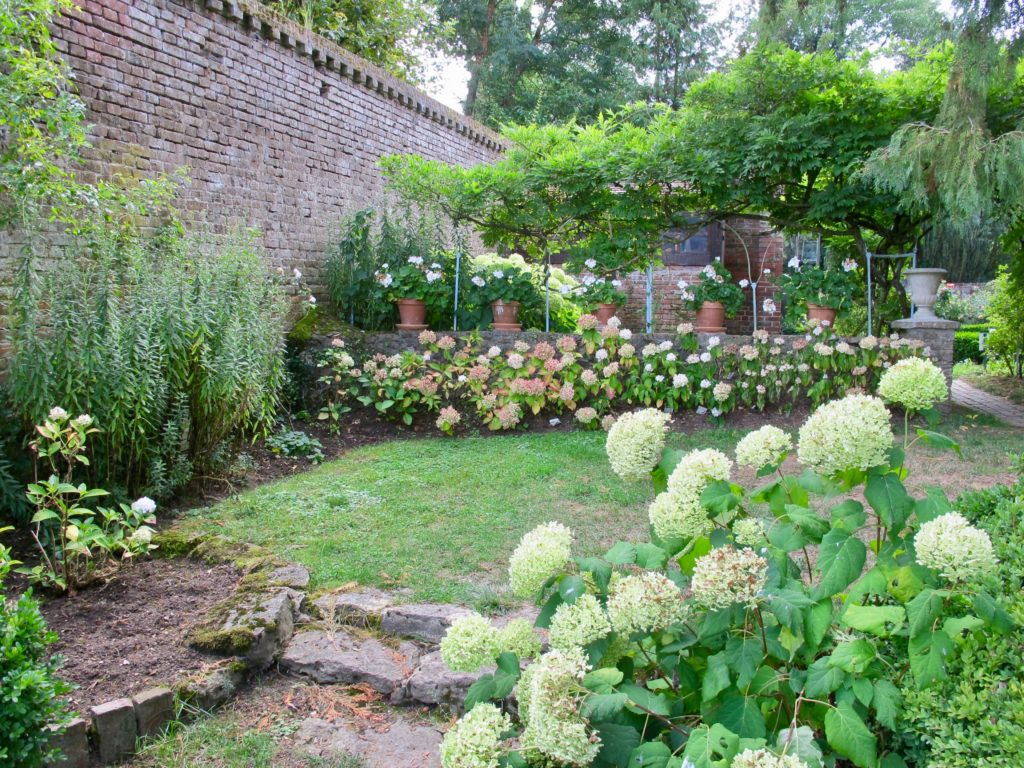 Jardin blanc - Jardins Henri le Sidaner Gerberoy Oise