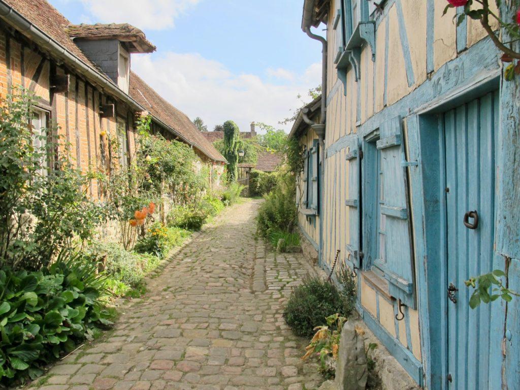 Rue fleurie Gerberoy Oise