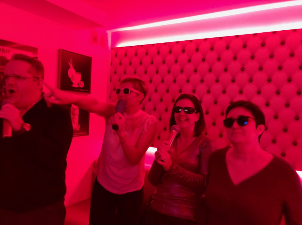 Avec lunettes au Singing Studio Lille