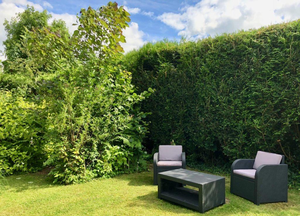 Godewaersvelde Monts et Merveilles jardin avec meubles jardin
