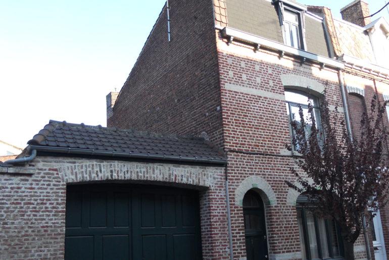 ma-maison-facade-avant-accueil