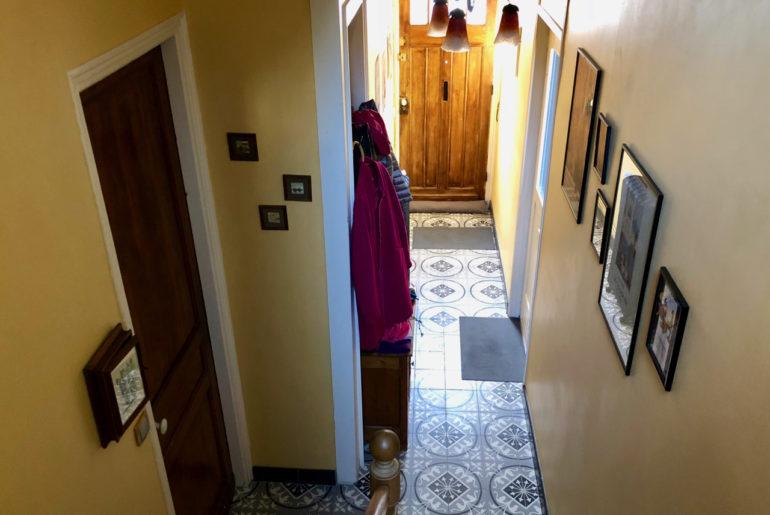 Sol carrelage ciment couloir maison années trente