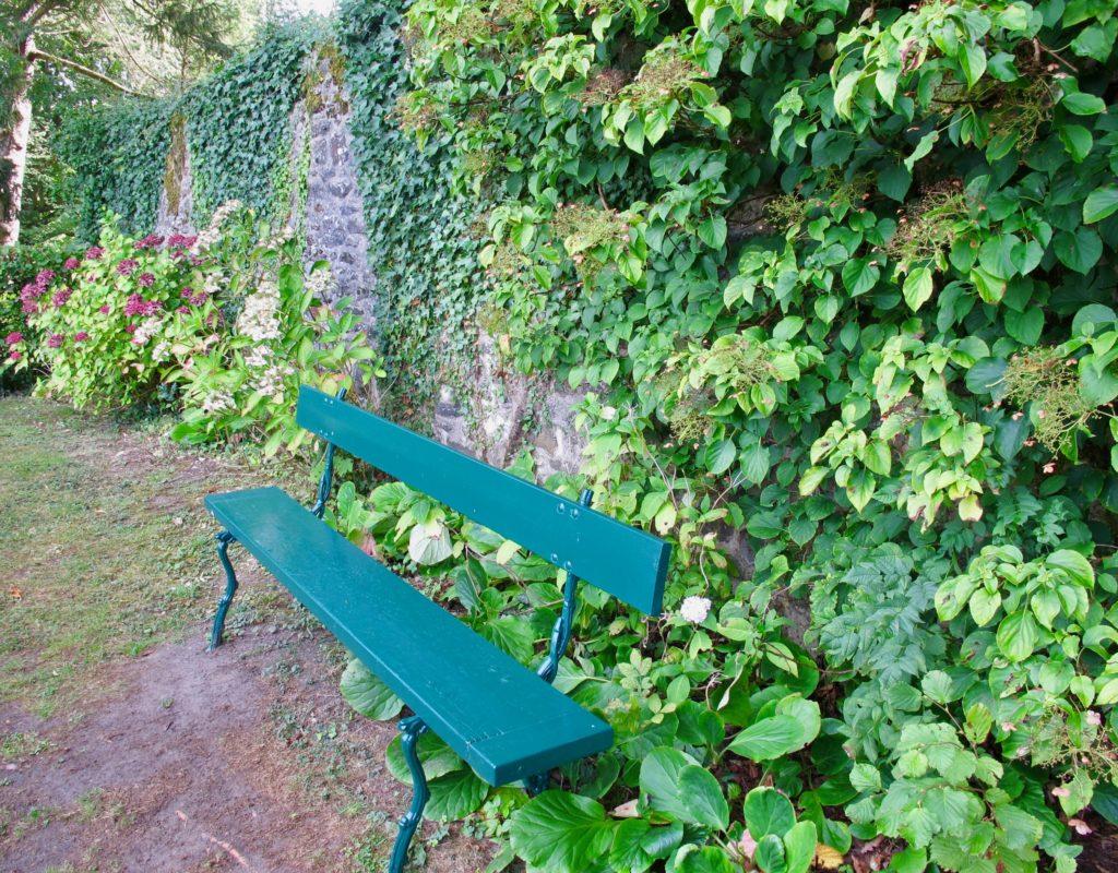 Banc au Jardin des ifs Gerberoy Oise