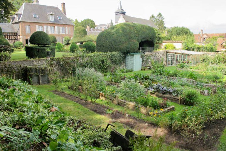Vue d'ensemble Jardin des ifs Gerberoy Oise