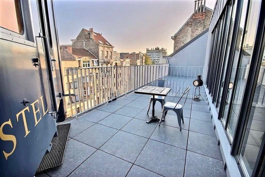 Terrasse privative suite Orient-Express - Train Hostel Bruxelles Belgique