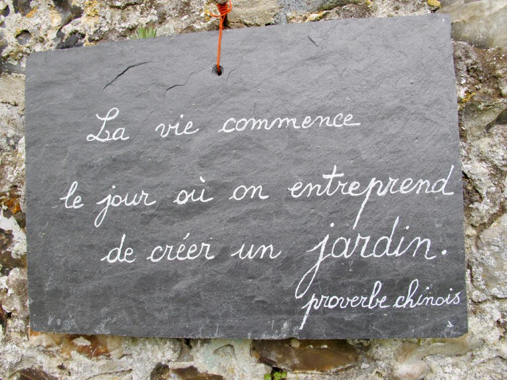 Panneau La vie commence le jour où on entreprend de créer un jardin - Herbarium Saint-Valery-sur-Somme