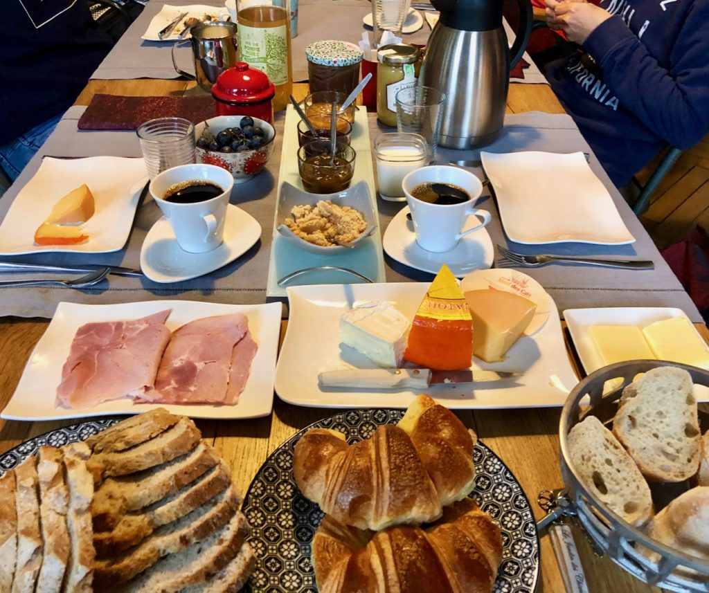 Godewaersvelde-Monts-et-Merveilles-maison-hotes-petit-dejeuner