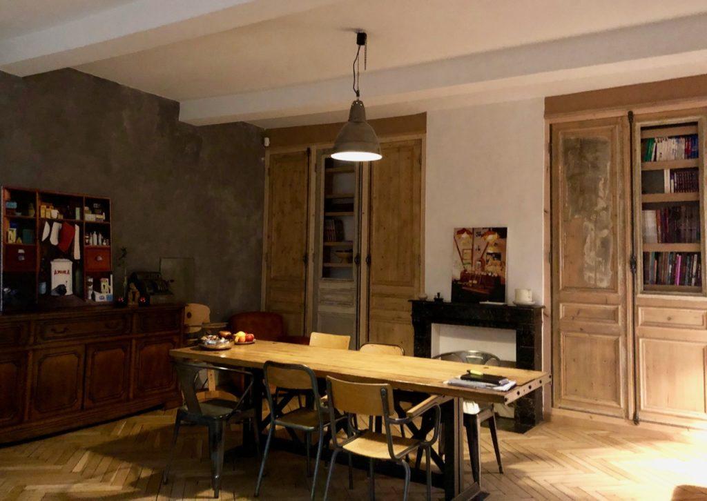 Godewaersvelde-Monts-et-Merveilles-maison-hotes-salle-a-manger