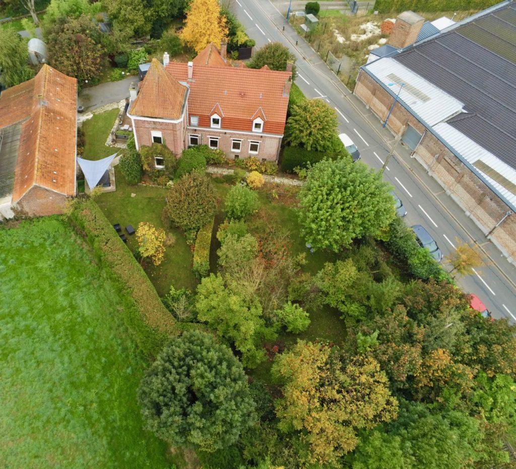 Godewaersvelde-Maison-hotes-Monts-et-Merveilles-vue-drone-haut