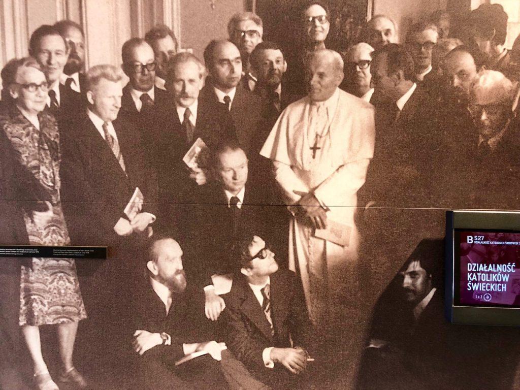 Pologne Gdansk ECS musee Solidarnosc photo avec Jean Paul deux pape