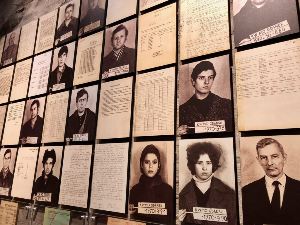 Pologne Gdansk ECS musee Solidarnosc photos ouvriers arretes greves 1970
