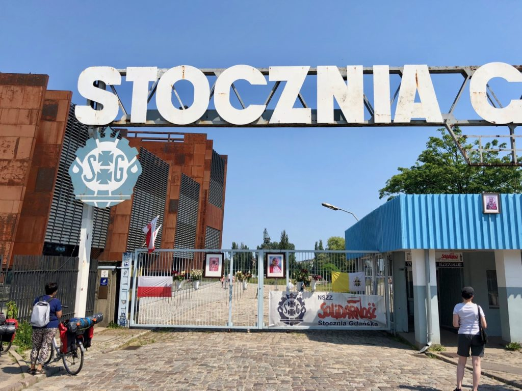 Pologne Gdansk entree anciens chantiers navals barriere