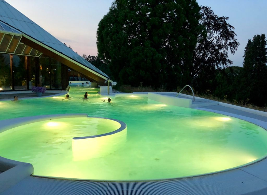 Thermae 2000 Pays-Bas bassin exterieur tombee nuit