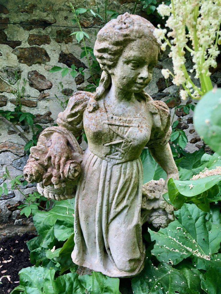Jardins de nViels-Maisons -statue