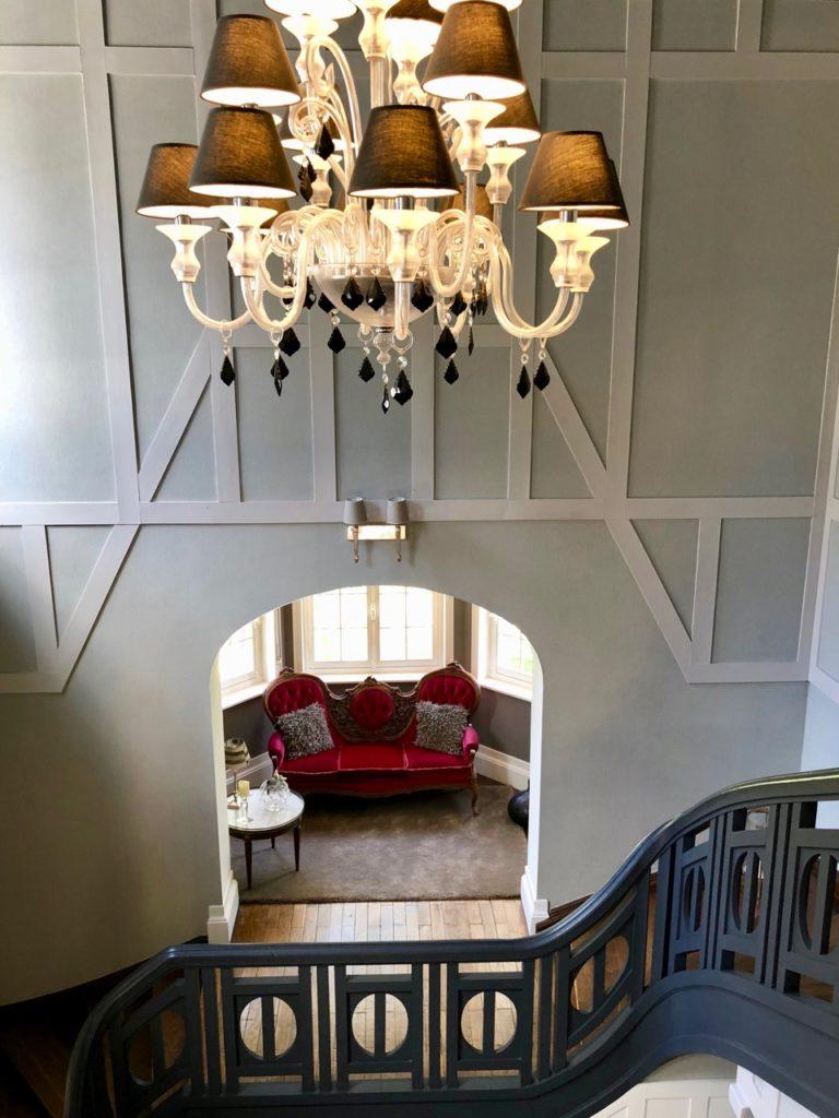 Le Chateau Fresnoy-en-Gohelle coin canapé montée escalier