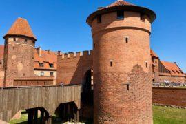 Pologne-forteresse-Malbork-tour-ronde