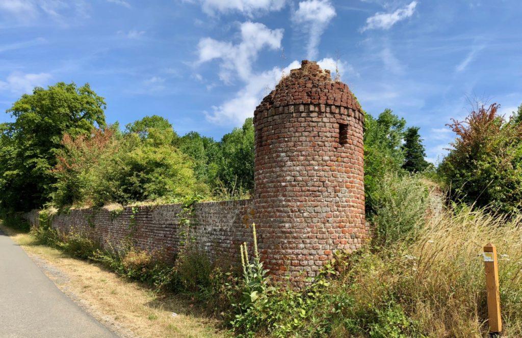 Rando Grand Marais tour et mur ancien chateau