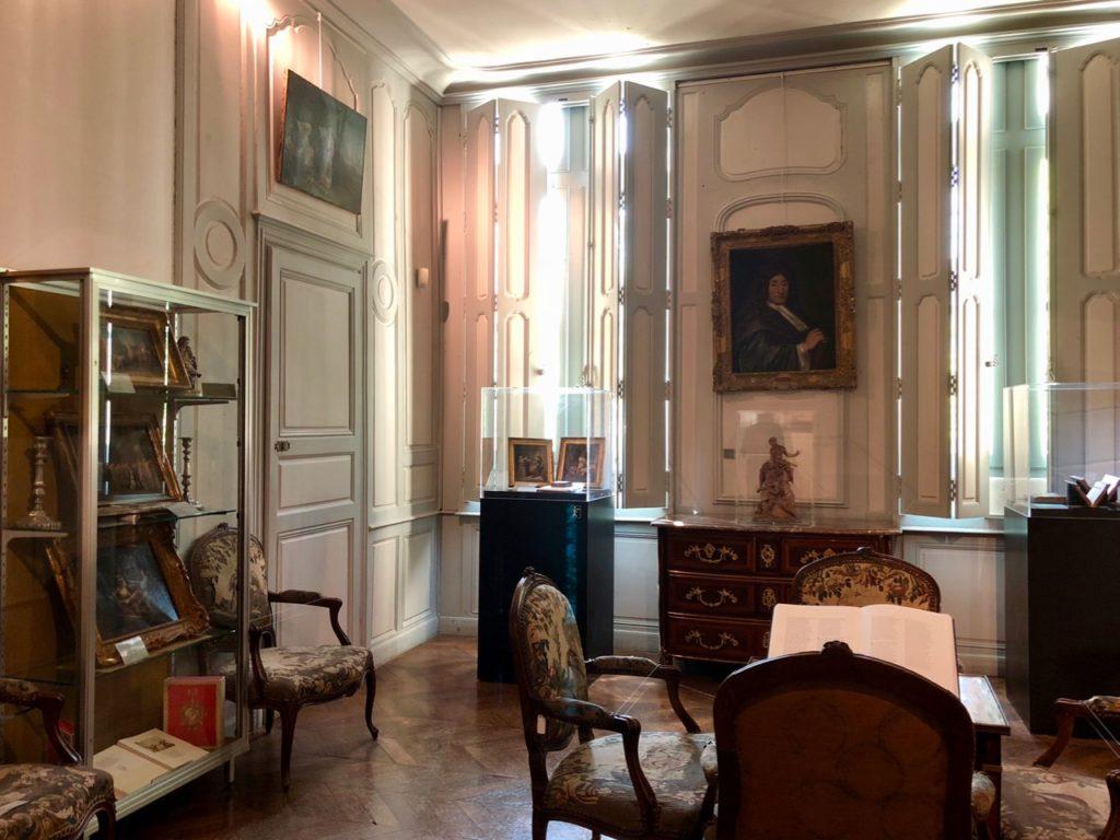 Chateau-Thierry-Maison-La-Fontaine-salon-volets-fermes