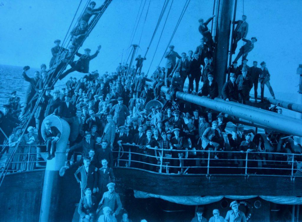 Gdynia Pologne musée émigration - photo foule sur bateau