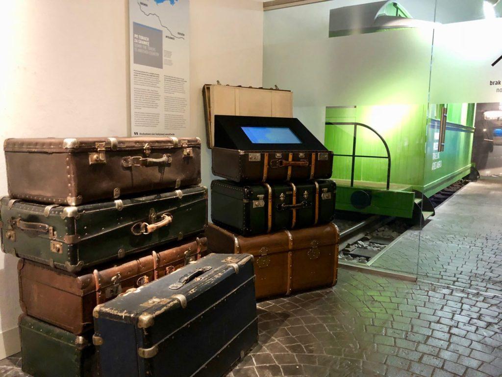 Gdynia Pologne musée émigration - valises