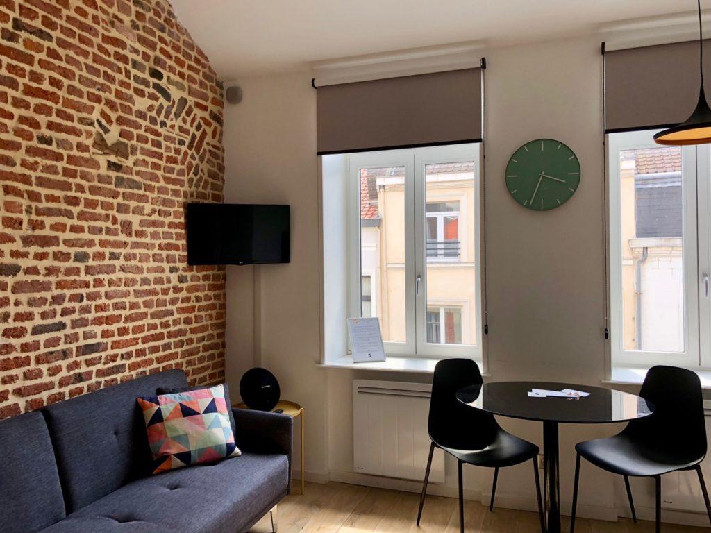 Le Chat qui dort Lille appartement La Déesse salon et coin repas