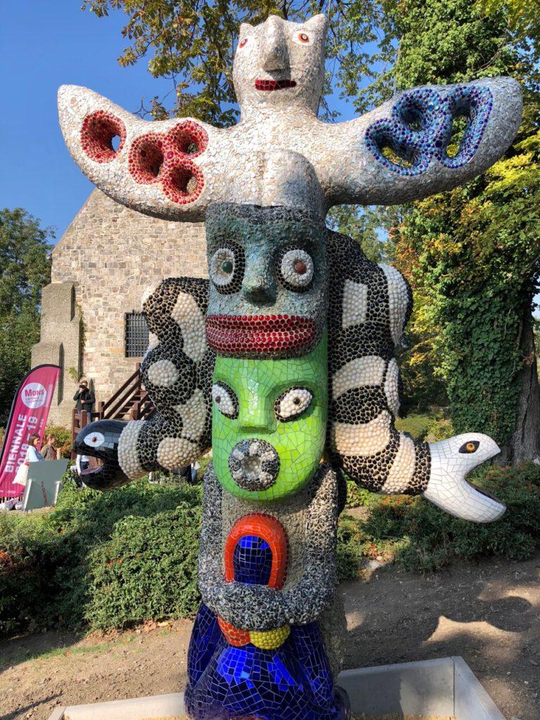 Mons-expo-Niki-de-Saint-Phalle-totem-pied-beffroi